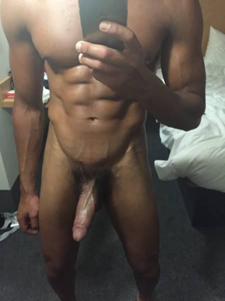 negao-sarado-em-foto-gay-mostrando-seu-dote