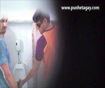 Boquete gay no banheiro brasileiro - Xvideos