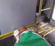 Punheta: Tocando bronha no ônibus