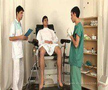 Recebendo rola de dois enfermeiros tesudos