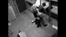 Câmera escondida flagra dois colegas de trabalho fodendo