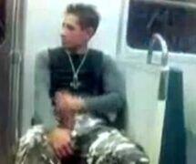 Boy barbudo batendo punheta na WebCam (Amador)