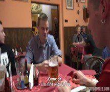 Caçador Tcheco de putaria no restaurante