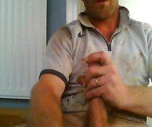 Coroa operário bate uma punheta durante pausa