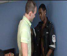 Dois negros pauzudões arregaçando o branquinho