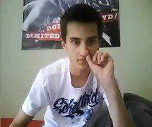 Novinho lindo e dotado bate punheta na Webcam