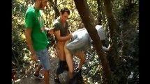 Novinho no meio do mato dando pra dois caras