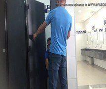 Pegação gay no banheiro público brasileiro
