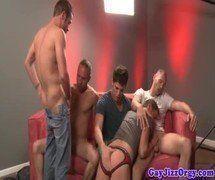 Sexo grupal gay com amigos do trabalho