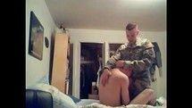 Soldado gay fodendo o seu colega militar